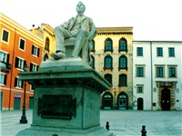 Piazza Pasquale Tola (foto: Wikimedia Commons http://www.panoramio.com/photo/14702705)