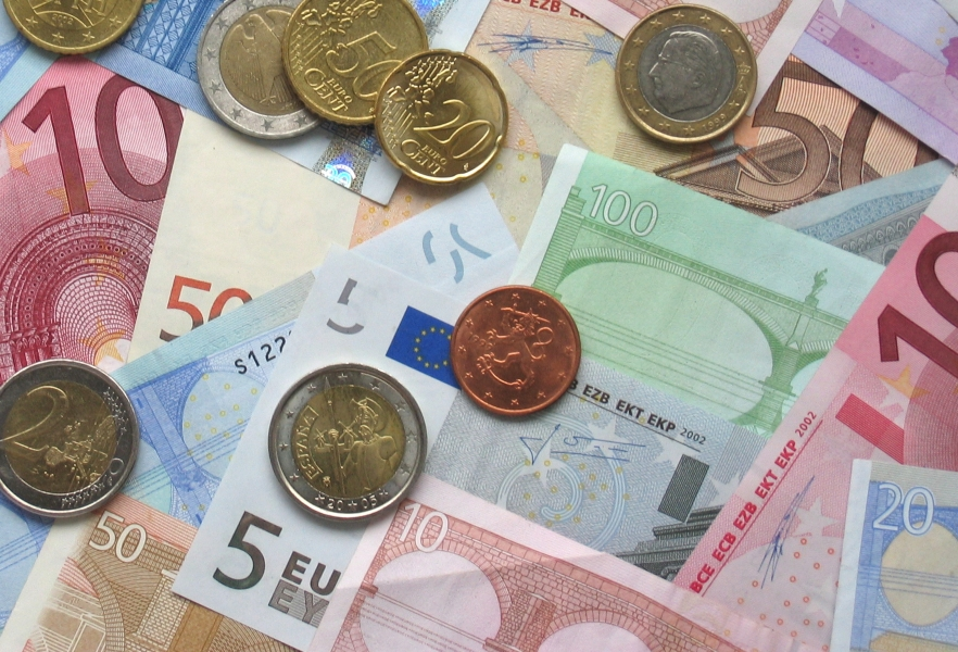 euro currency markets Eurocurrency market the money market for borrowing and lending currencies that are held in the form of deposits in banks located outside the countries where the.